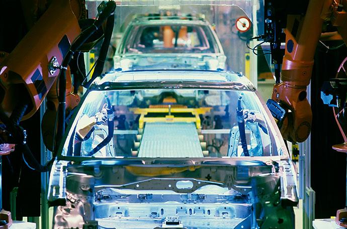 Schweißroboter Fließbandfertigung Automobilindustrie
